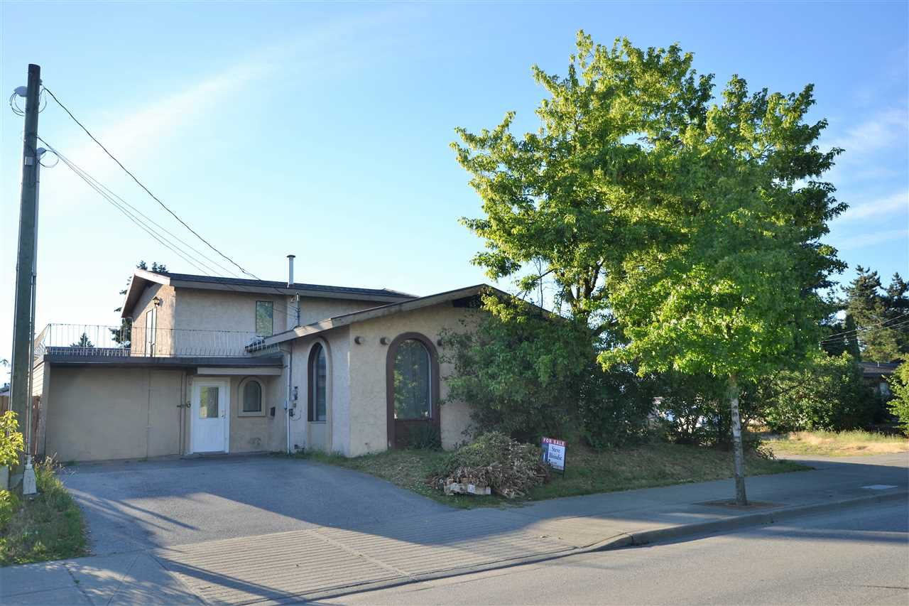 Main Photo: 2268 CLEARBROOK Road in Abbotsford: Abbotsford West House for sale : MLS®# R2282124
