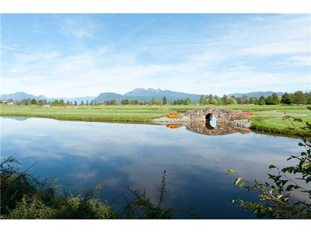 Main Photo: 409 19677 MEADOW GARDENS Way in Pitt Meadows: North Meadows PI Condo for sale : MLS®# V913011