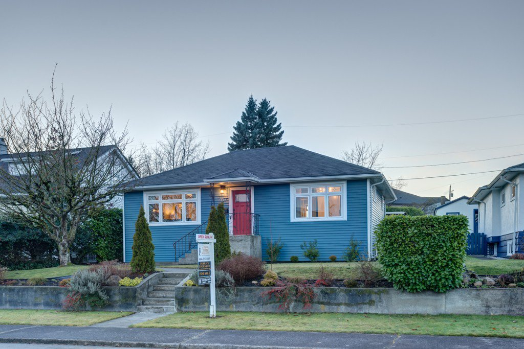 "Main Photo: 927 LAUREL Street in New Westminster: The Heights NW House for sale in ""THE HEIGHTS"" : MLS®# V1099833"