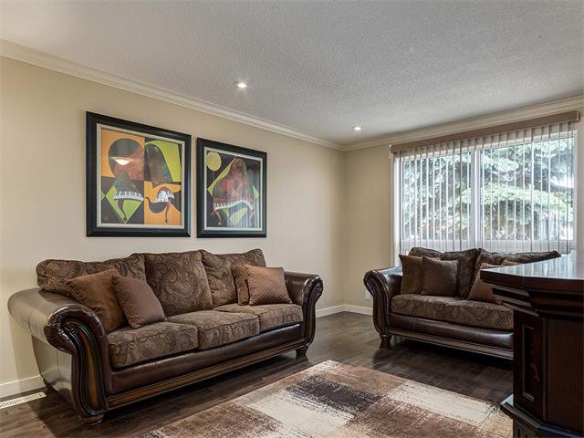 Photo 6: Photos: 116 ERIN PARK Close SE in Calgary: Erinwoods House for sale : MLS®# C4006454