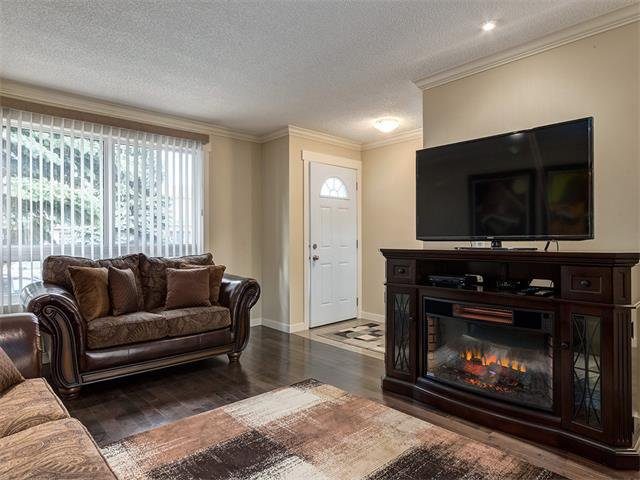 Photo 4: Photos: 116 ERIN PARK Close SE in Calgary: Erinwoods House for sale : MLS®# C4006454