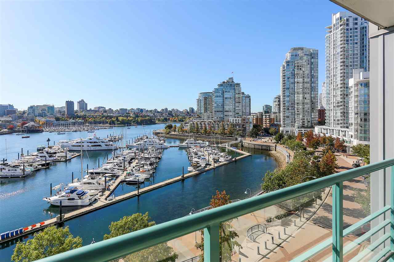 """Main Photo: 902 1067 MARINASIDE Crescent in Vancouver: Yaletown Condo for sale in """"QUAYWEST TWO"""" (Vancouver West)  : MLS®# R2004364"""