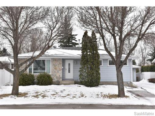Main Photo: 1809 12TH Avenue North in Regina: Uplands Single Family Dwelling for sale (Regina Area 01)  : MLS®# 562305