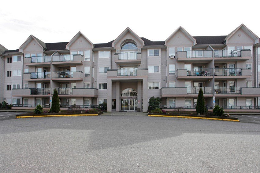 """Main Photo: 203 33728 KING Road in Abbotsford: Poplar Condo for sale in """"College Park Place"""" : MLS®# R2117571"""