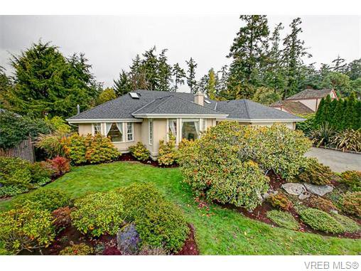 Main Photo: 2554 Annabern Crescent in VICTORIA: SE Queenswood Single Family Detached for sale (Saanich East)  : MLS®# 371381