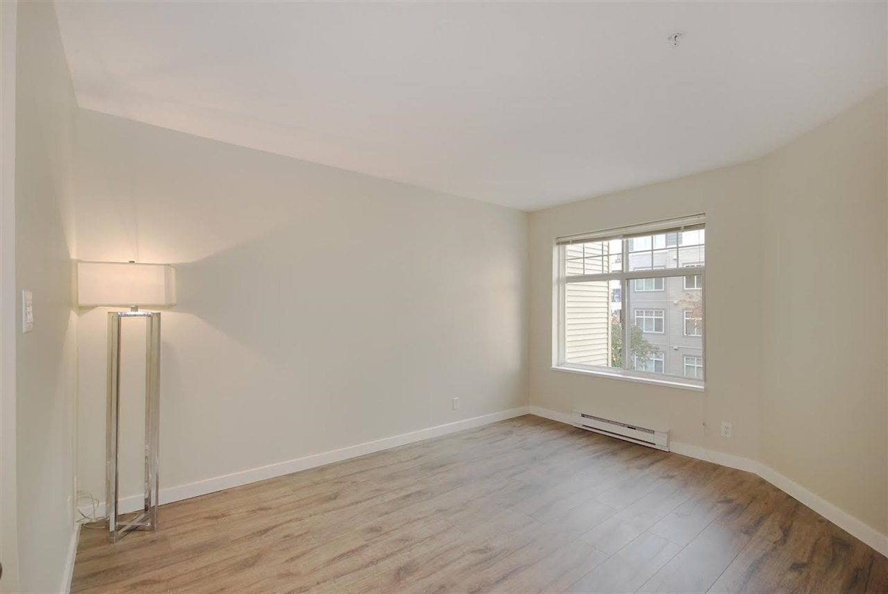 """Photo 13: Photos: 204 1428 PARKWAY Boulevard in Coquitlam: Westwood Plateau Condo for sale in """"Montreaux"""" : MLS®# R2132471"""
