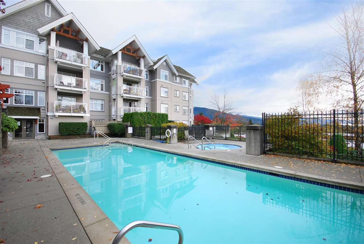 """Photo 14: Photos: 204 1428 PARKWAY Boulevard in Coquitlam: Westwood Plateau Condo for sale in """"Montreaux"""" : MLS®# R2132471"""
