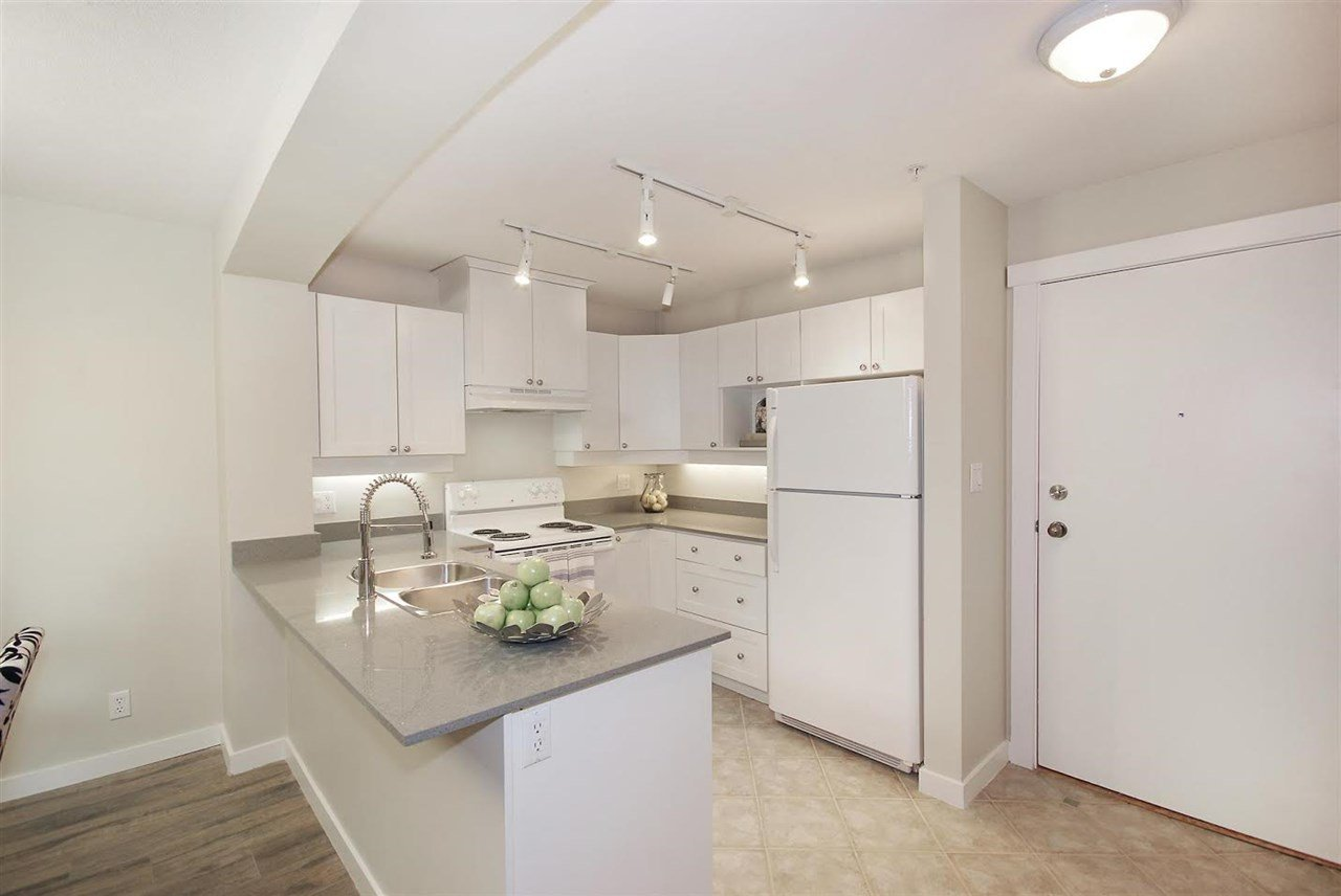 """Photo 12: Photos: 204 1428 PARKWAY Boulevard in Coquitlam: Westwood Plateau Condo for sale in """"Montreaux"""" : MLS®# R2132471"""