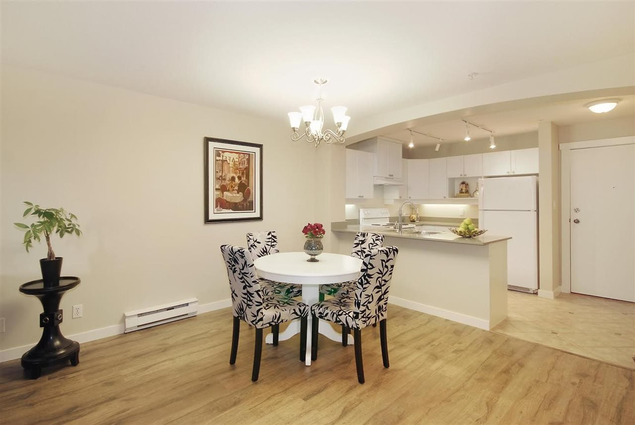 """Photo 5: Photos: 204 1428 PARKWAY Boulevard in Coquitlam: Westwood Plateau Condo for sale in """"Montreaux"""" : MLS®# R2132471"""