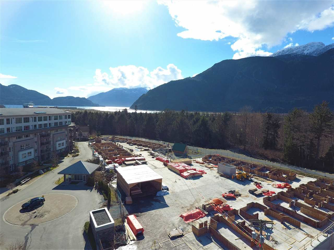 """Photo 5: Photos: 66 1188 MAIN Street in Squamish: Downtown SQ Townhouse for sale in """"SOLEIL AT COASTAL VILLAGE"""" : MLS®# R2166096"""