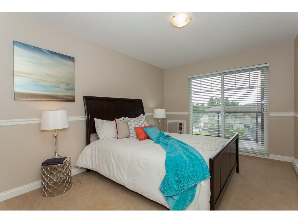 """Photo 13: Photos: 402 19730 56 Avenue in Langley: Langley City Condo for sale in """"Madison Place"""" : MLS®# R2178956"""