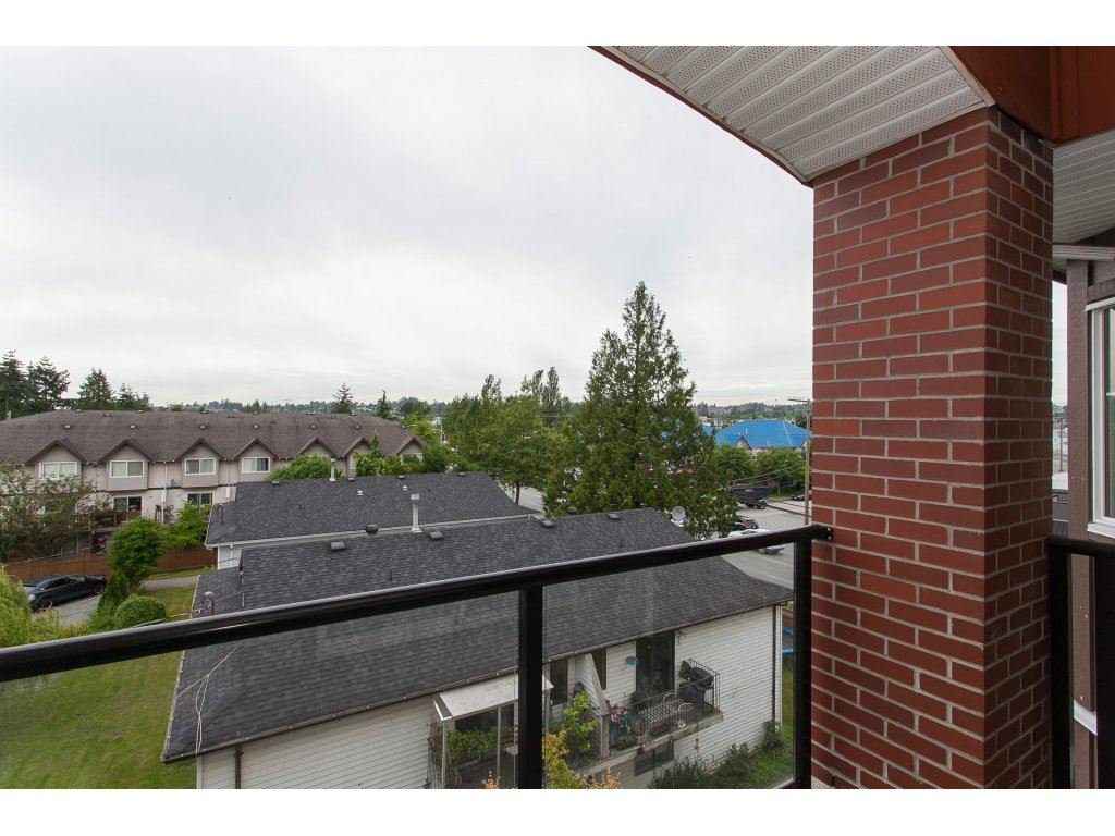 """Photo 19: Photos: 402 19730 56 Avenue in Langley: Langley City Condo for sale in """"Madison Place"""" : MLS®# R2178956"""