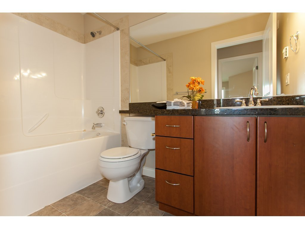 """Photo 16: Photos: 402 19730 56 Avenue in Langley: Langley City Condo for sale in """"Madison Place"""" : MLS®# R2178956"""