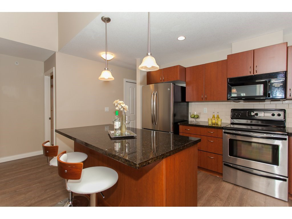 """Photo 9: Photos: 402 19730 56 Avenue in Langley: Langley City Condo for sale in """"Madison Place"""" : MLS®# R2178956"""