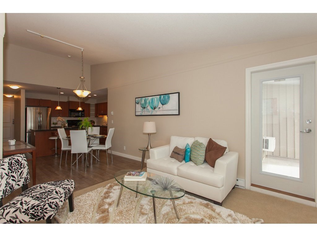 """Photo 4: Photos: 402 19730 56 Avenue in Langley: Langley City Condo for sale in """"Madison Place"""" : MLS®# R2178956"""