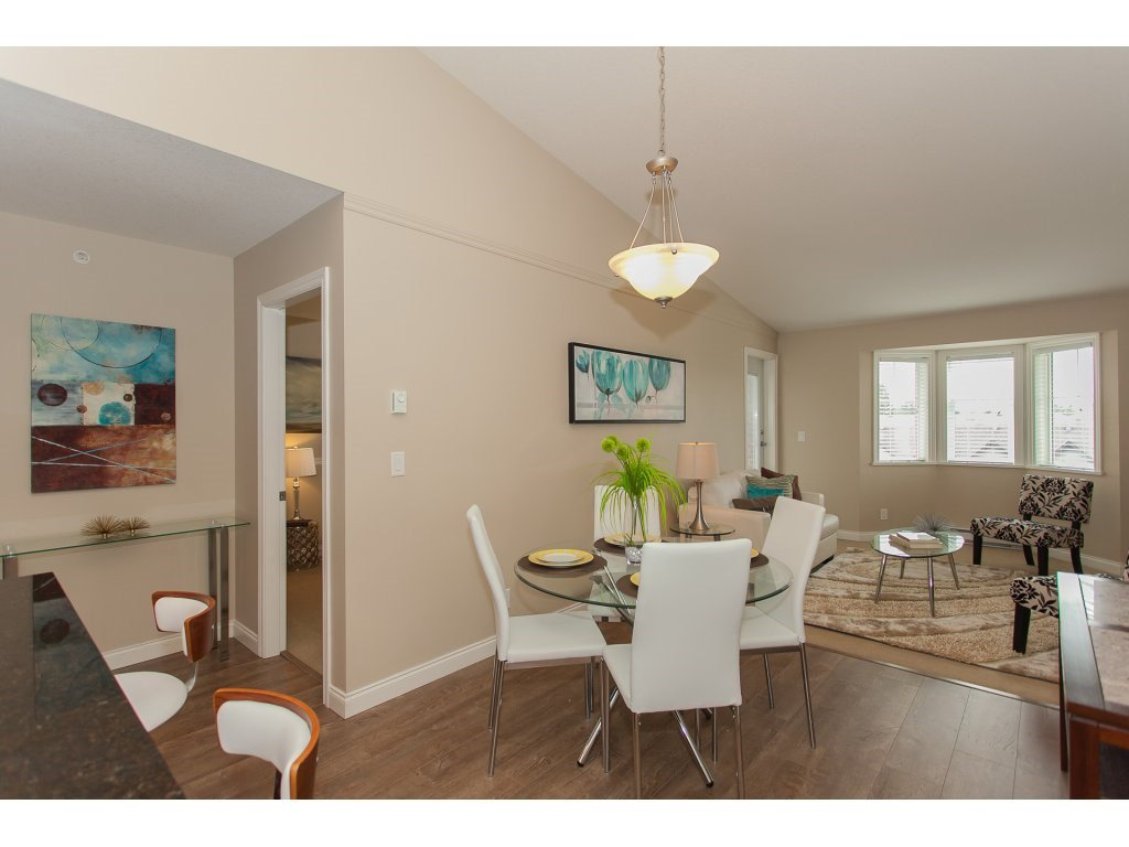 """Photo 6: Photos: 402 19730 56 Avenue in Langley: Langley City Condo for sale in """"Madison Place"""" : MLS®# R2178956"""
