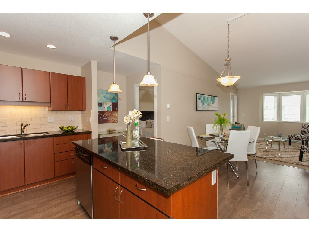 """Photo 12: Photos: 402 19730 56 Avenue in Langley: Langley City Condo for sale in """"Madison Place"""" : MLS®# R2178956"""