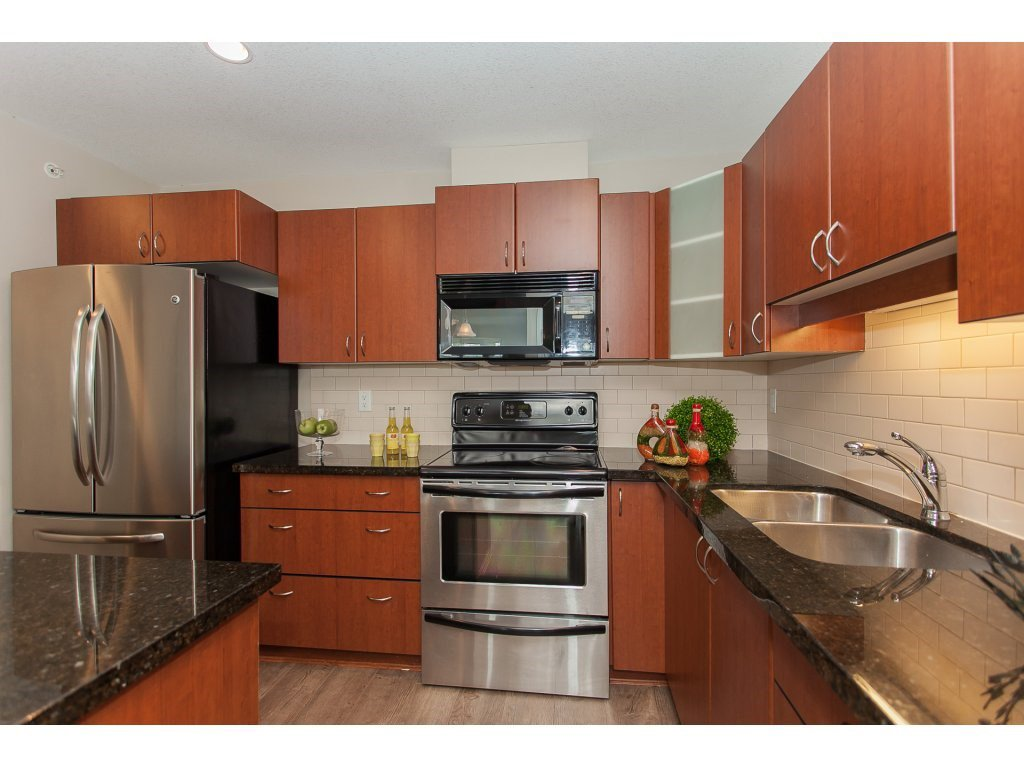 """Photo 10: Photos: 402 19730 56 Avenue in Langley: Langley City Condo for sale in """"Madison Place"""" : MLS®# R2178956"""