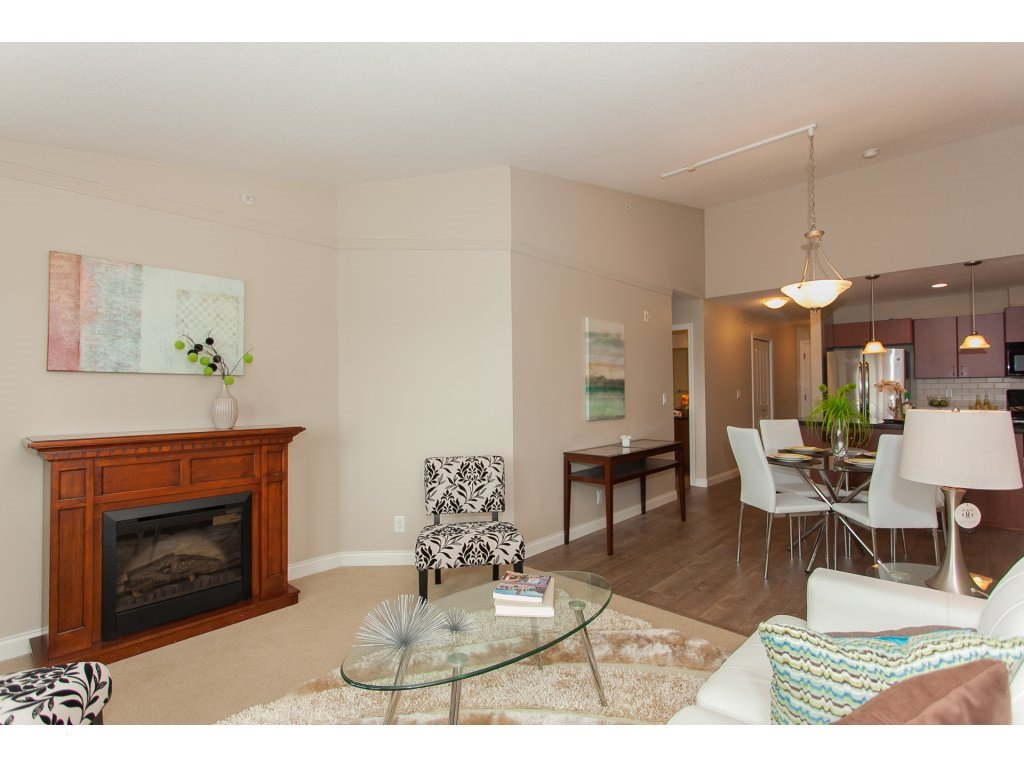 """Photo 3: Photos: 402 19730 56 Avenue in Langley: Langley City Condo for sale in """"Madison Place"""" : MLS®# R2178956"""