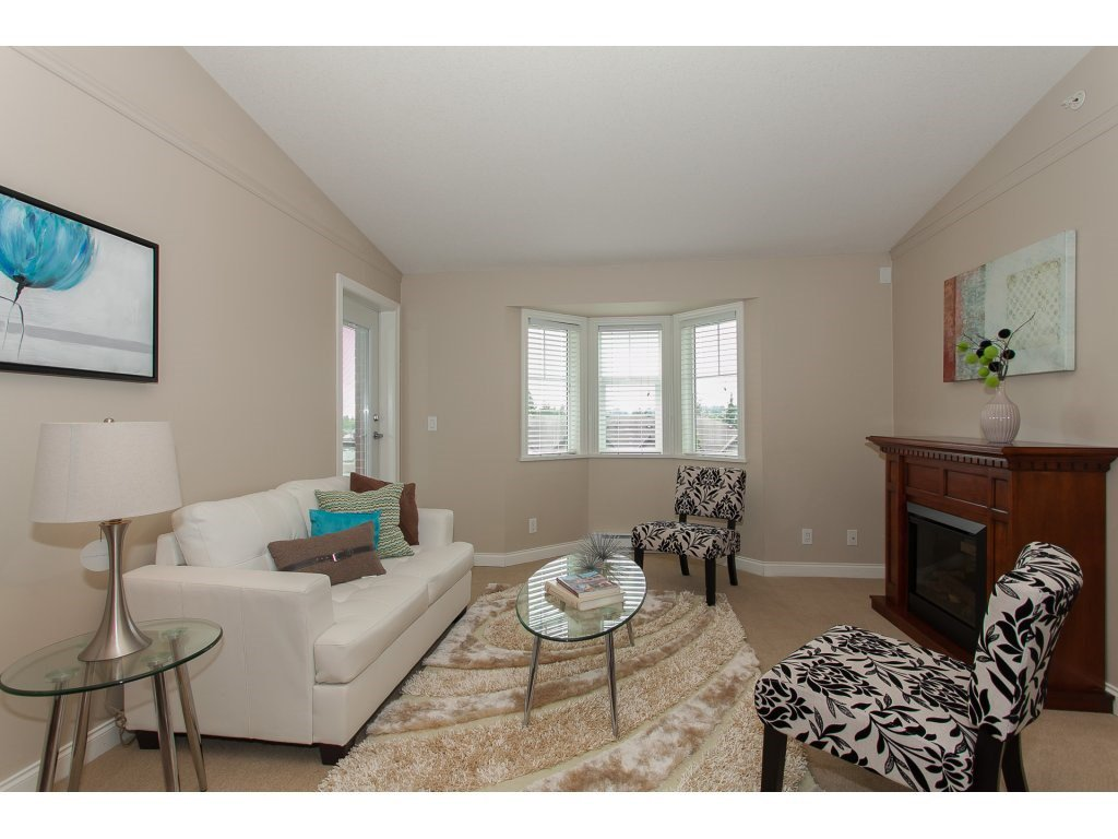 """Photo 2: Photos: 402 19730 56 Avenue in Langley: Langley City Condo for sale in """"Madison Place"""" : MLS®# R2178956"""