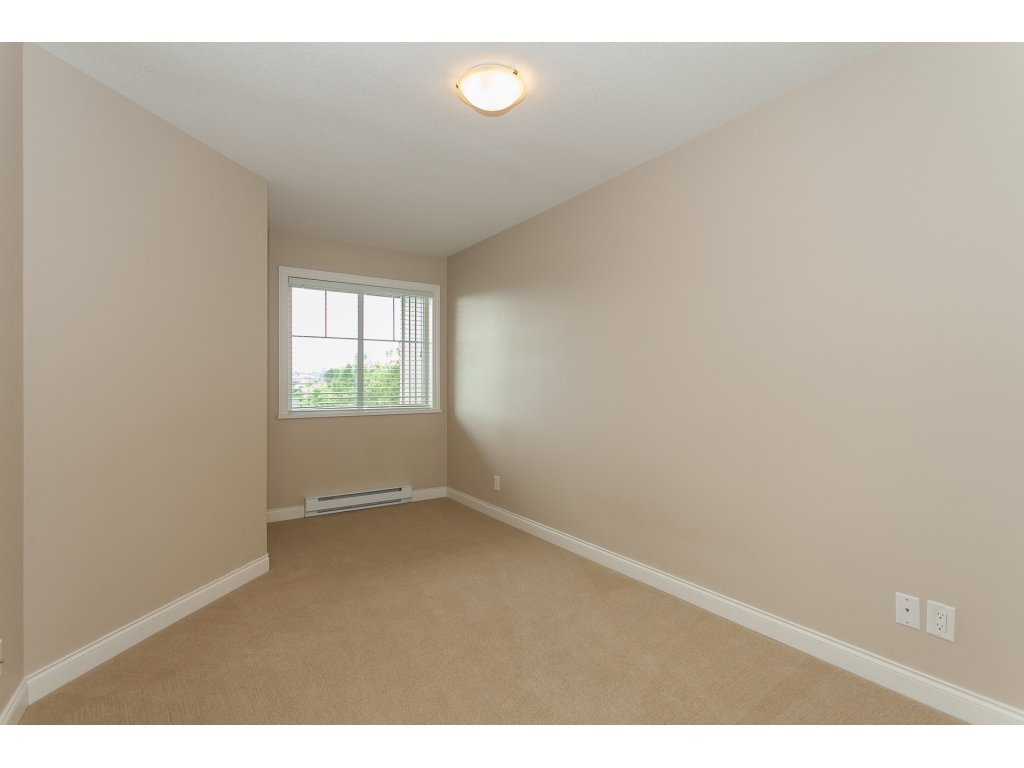 """Photo 15: Photos: 402 19730 56 Avenue in Langley: Langley City Condo for sale in """"Madison Place"""" : MLS®# R2178956"""