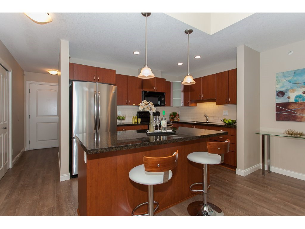 """Photo 7: Photos: 402 19730 56 Avenue in Langley: Langley City Condo for sale in """"Madison Place"""" : MLS®# R2178956"""