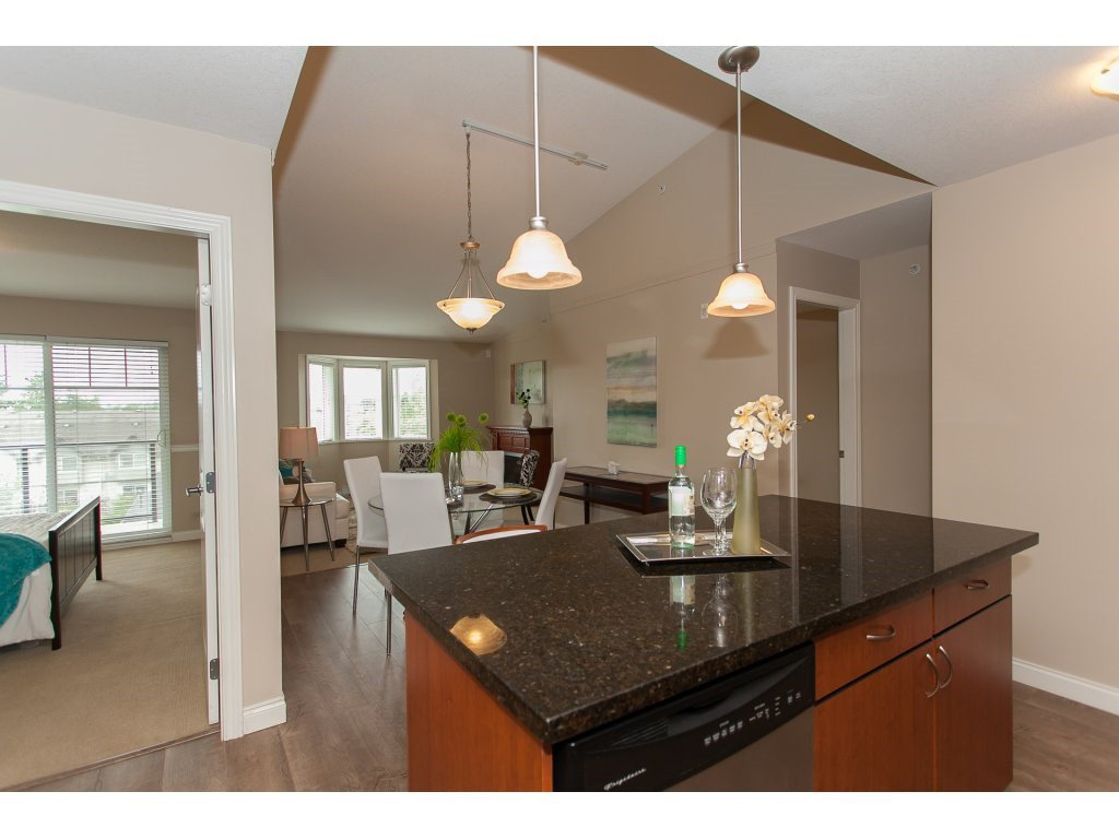 """Photo 11: Photos: 402 19730 56 Avenue in Langley: Langley City Condo for sale in """"Madison Place"""" : MLS®# R2178956"""