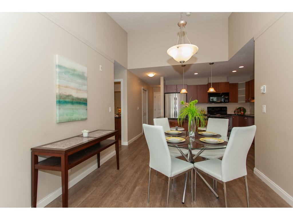 """Photo 5: Photos: 402 19730 56 Avenue in Langley: Langley City Condo for sale in """"Madison Place"""" : MLS®# R2178956"""