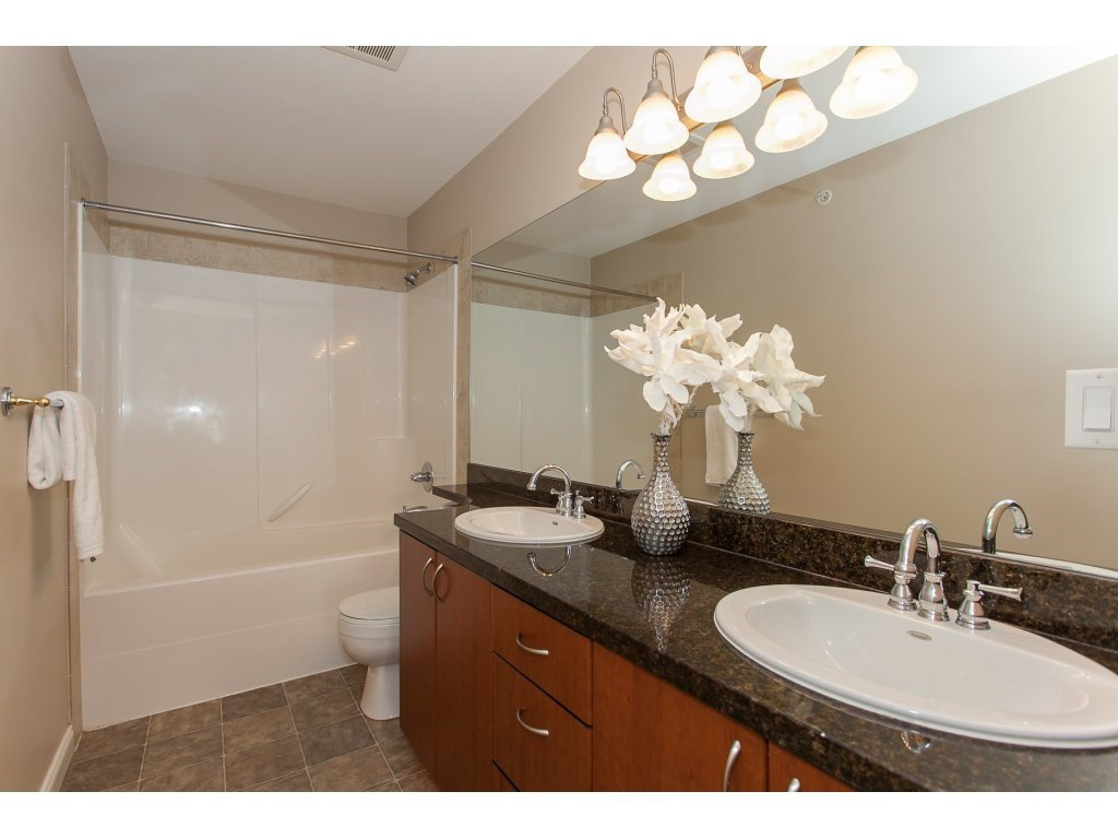 """Photo 14: Photos: 402 19730 56 Avenue in Langley: Langley City Condo for sale in """"Madison Place"""" : MLS®# R2178956"""