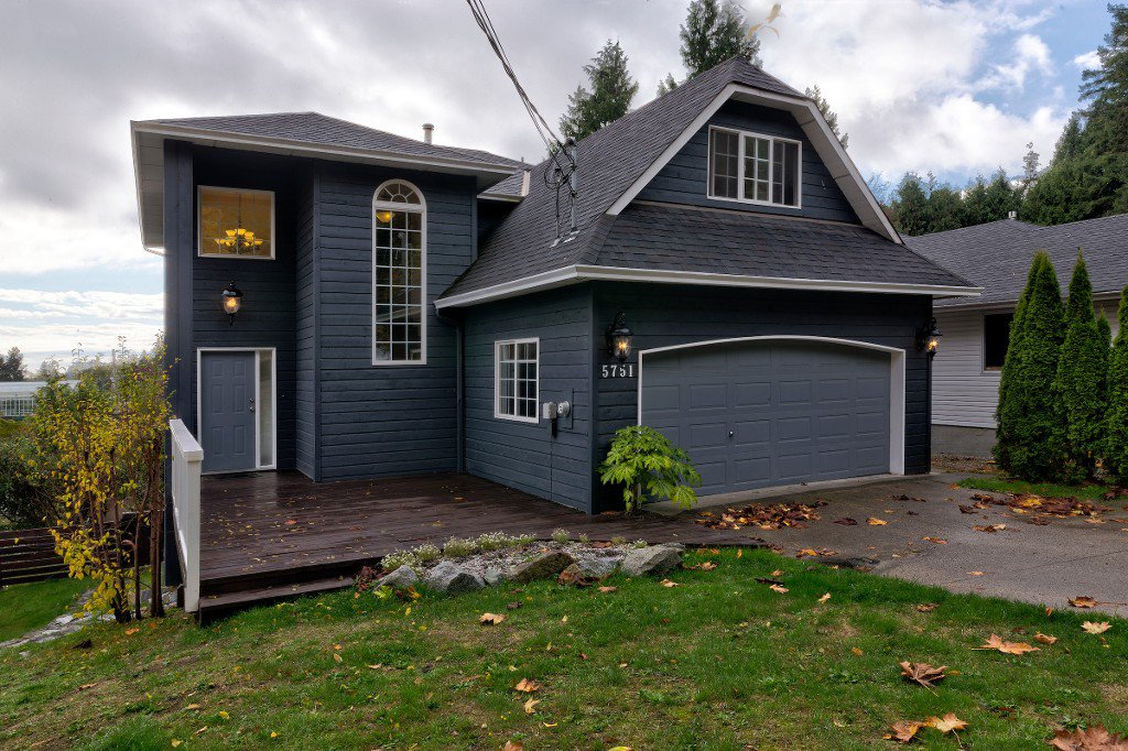 Main Photo: 5751 ANCHOR Road in Sechelt: Sechelt District House for sale (Sunshine Coast)  : MLS®# R2205697