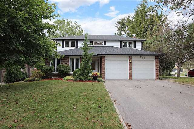 Main Photo: 922 Beaufort Court in Oshawa: Eastdale House (2-Storey) for sale : MLS®# E3941035