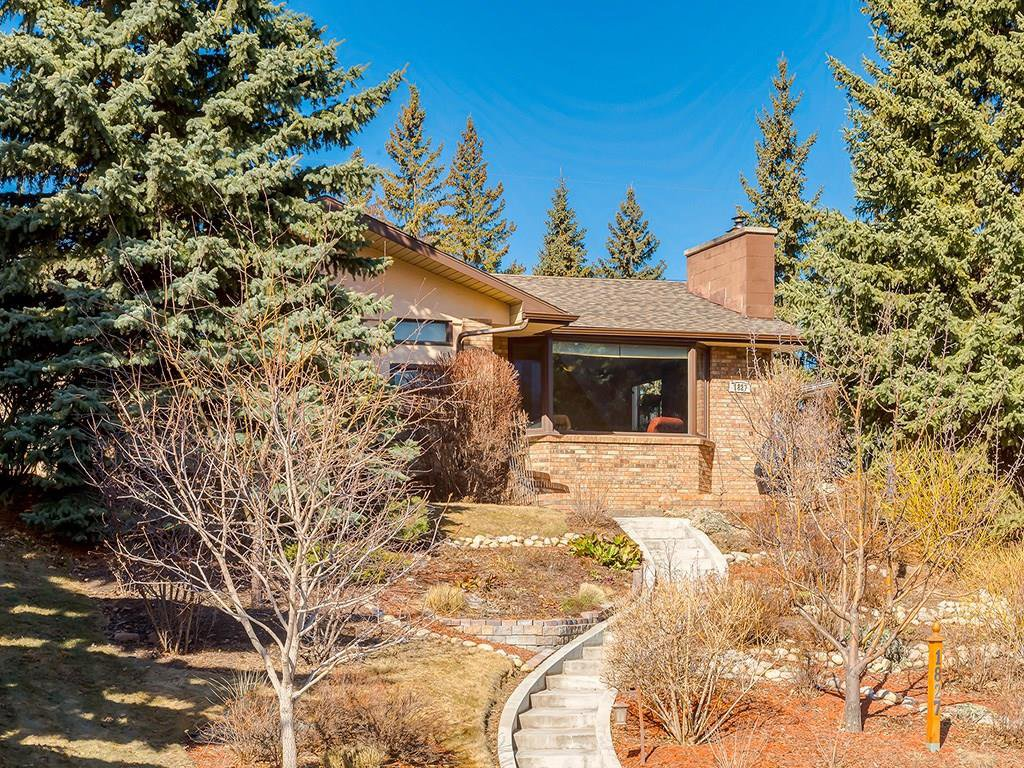 Main Photo: 1827 CANBERRA Road NW in Calgary: Collingwood House for sale : MLS®# C4179578