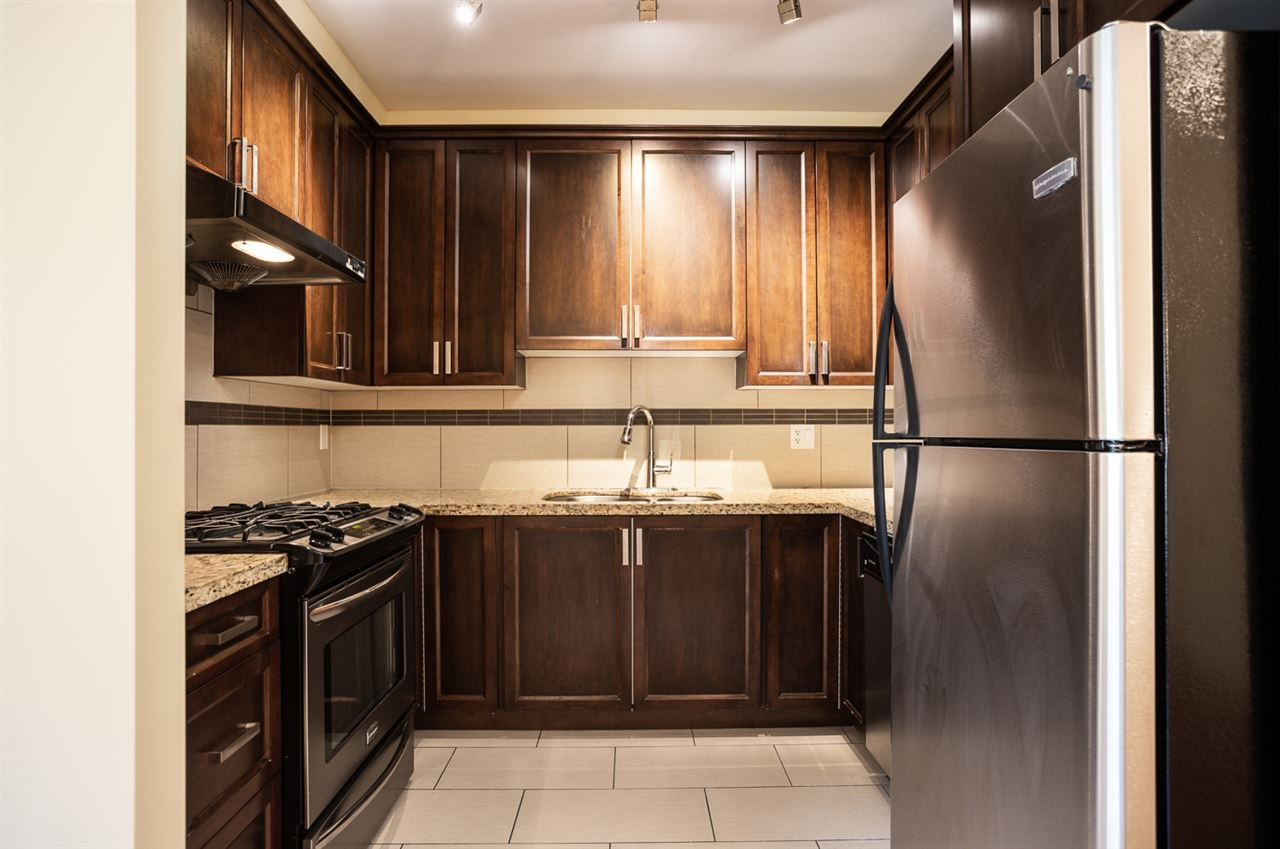 "Photo 5: Photos: 9 9699 SILLS Avenue in Richmond: McLennan North Townhouse for sale in ""KINSBRIDGE"" : MLS®# R2326507"