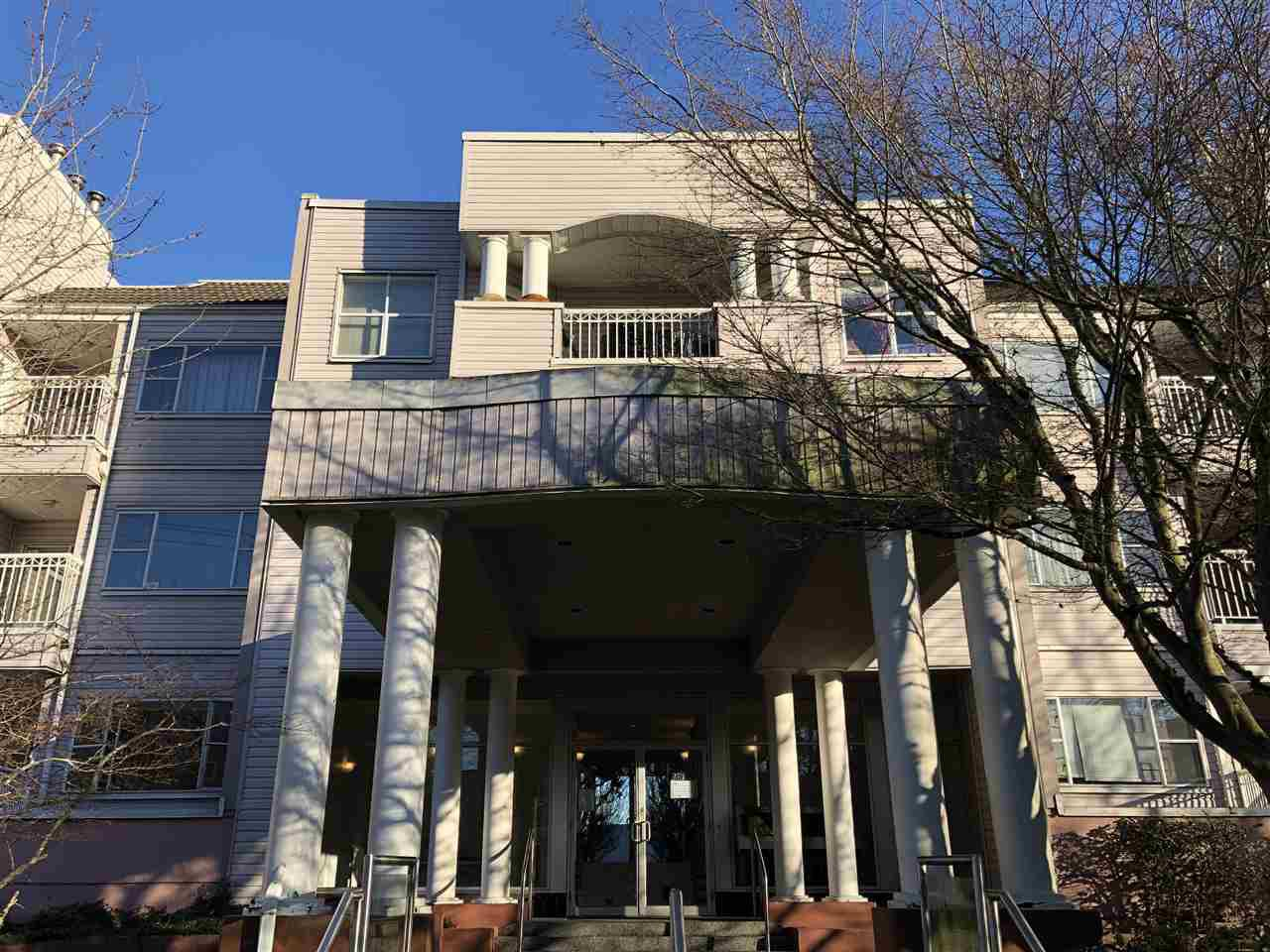 """Main Photo: 101 5500 ARCADIA Road in Richmond: Brighouse Condo for sale in """"REGENCY VILLA"""" : MLS®# R2329829"""