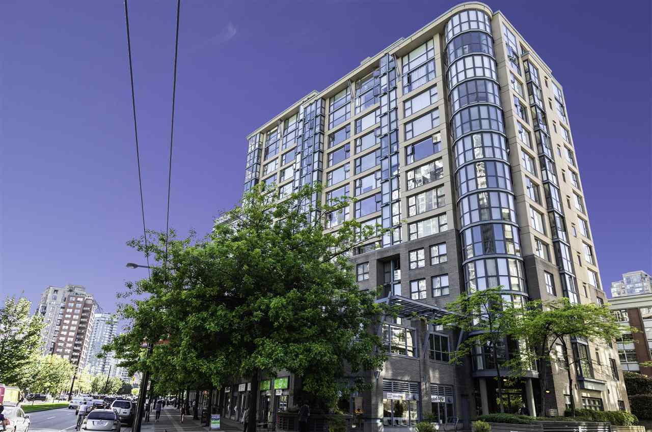 """Main Photo: 1404 238 ALVIN NAROD Mews in Vancouver: Yaletown Condo for sale in """"Pacific Plaza"""" (Vancouver West)  : MLS®# R2374945"""