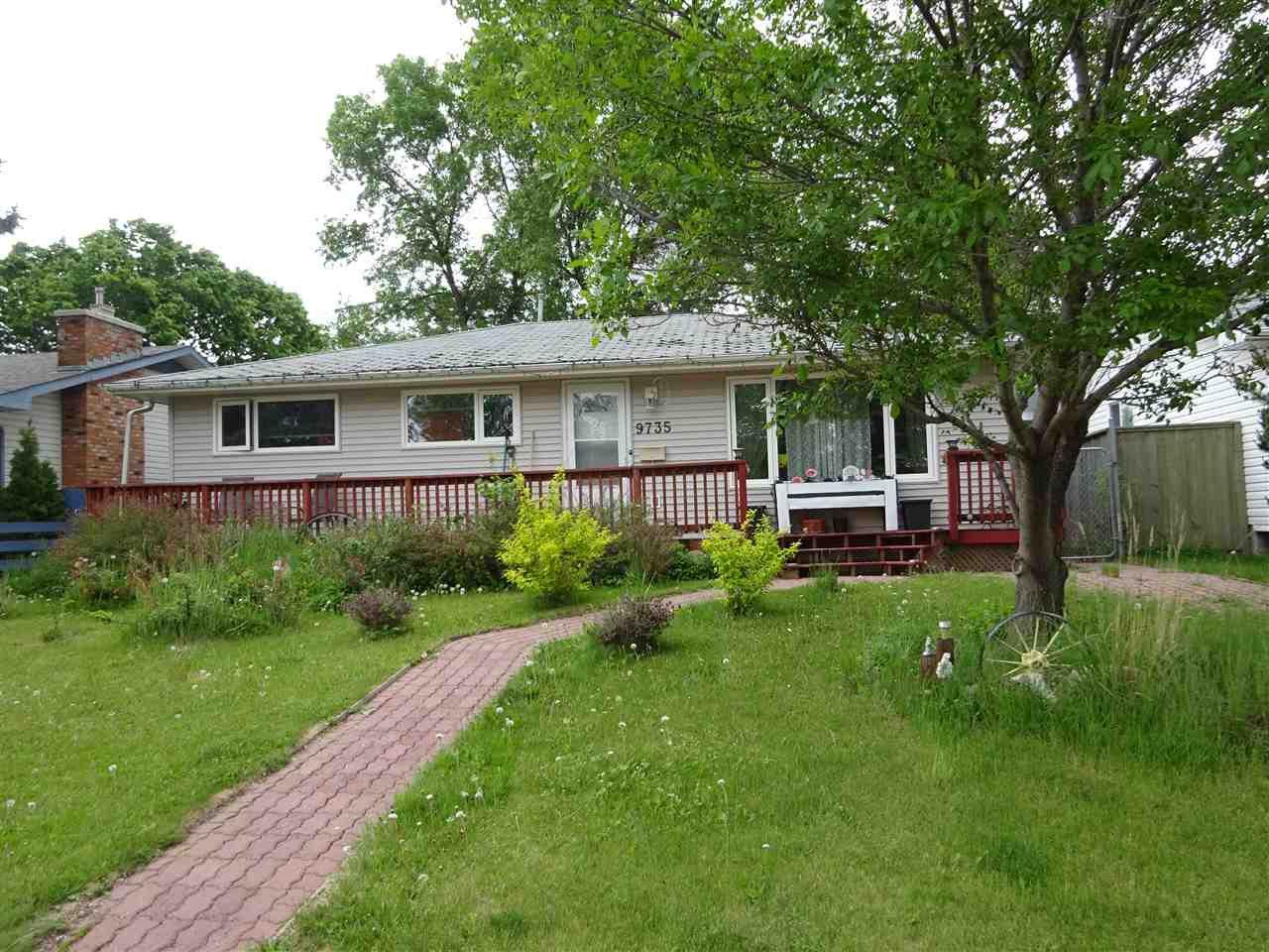Main Photo: 9735 164  Street in Edmonton: Zone 22 House for sale : MLS®# E4161201