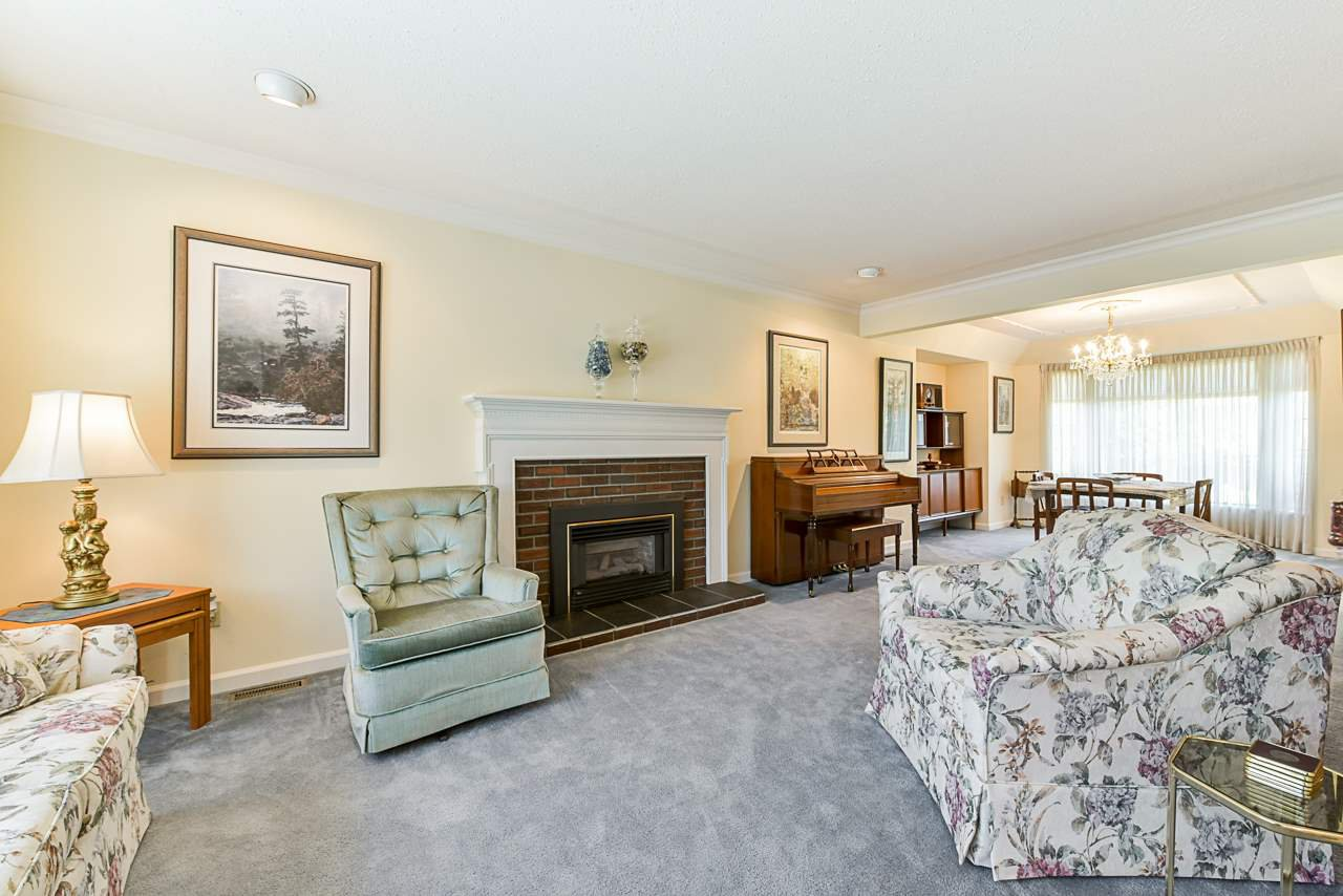 """Photo 4: Photos: 412 GLENBROOK Drive in New Westminster: Fraserview NW House for sale in """"Fraserview"""" : MLS®# R2379279"""