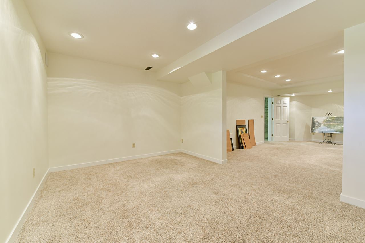 """Photo 17: Photos: 412 GLENBROOK Drive in New Westminster: Fraserview NW House for sale in """"Fraserview"""" : MLS®# R2379279"""