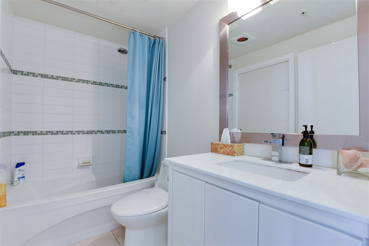 """Photo 14: Photos: 1903 1188 W PENDER Street in Vancouver: Coal Harbour Condo for sale in """"Sapphire"""" (Vancouver West)  : MLS®# R2387389"""