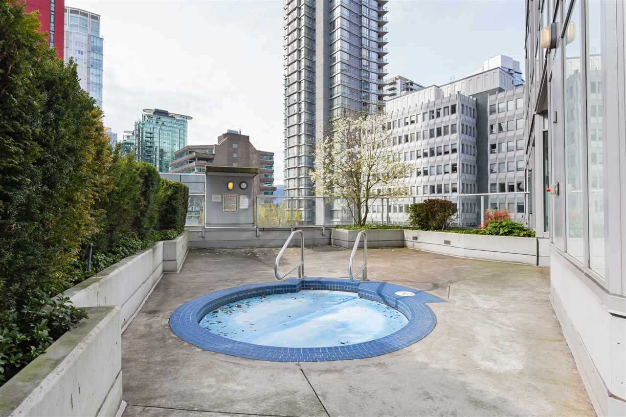 """Photo 17: Photos: 1903 1188 W PENDER Street in Vancouver: Coal Harbour Condo for sale in """"Sapphire"""" (Vancouver West)  : MLS®# R2387389"""