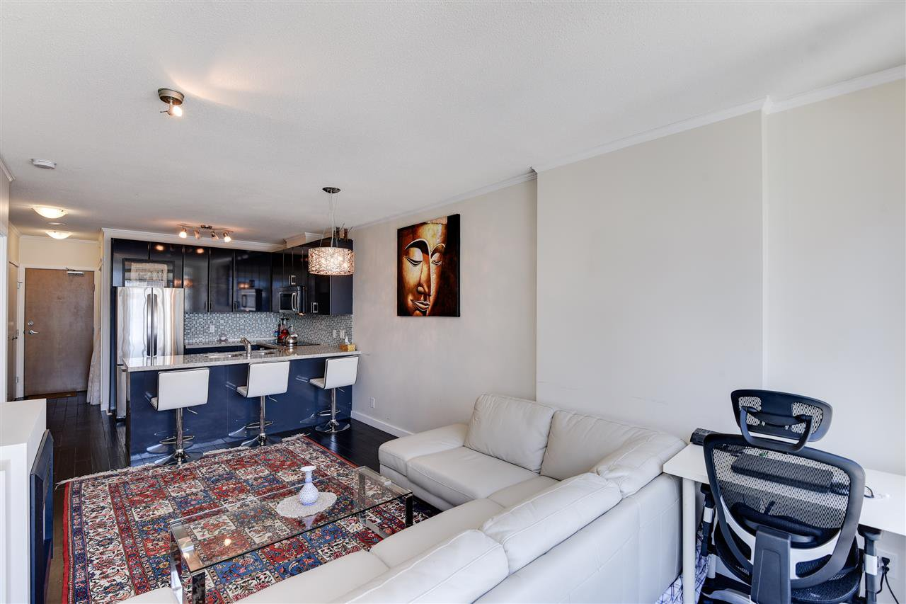 """Photo 9: Photos: 1903 1188 W PENDER Street in Vancouver: Coal Harbour Condo for sale in """"Sapphire"""" (Vancouver West)  : MLS®# R2387389"""