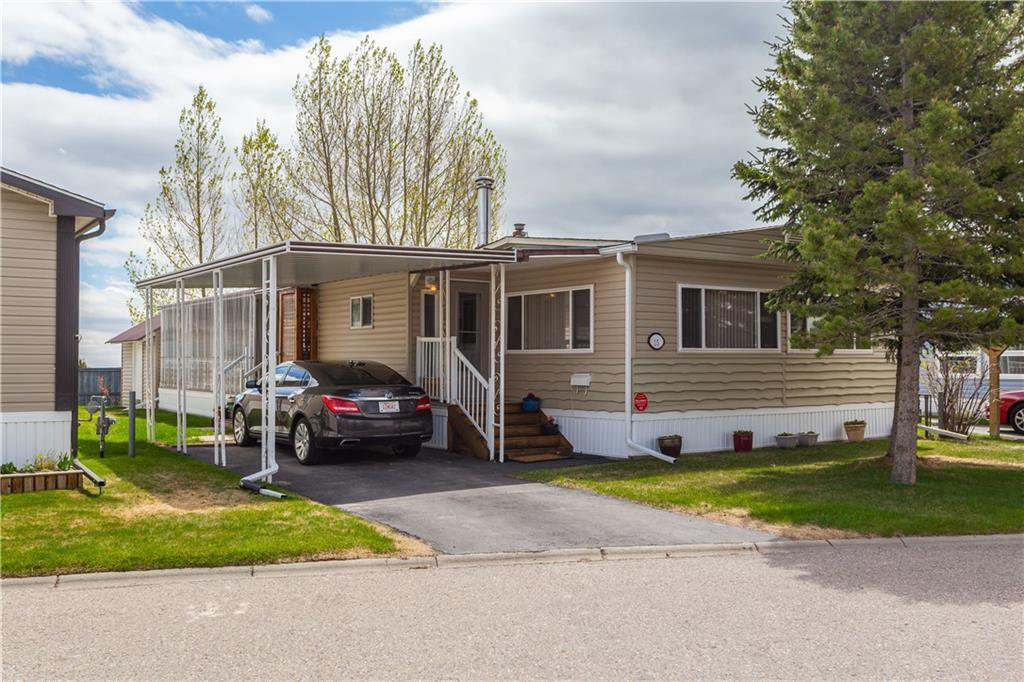 Main Photo: 15 99 Arbour Lake Road NW in Calgary: Arbour Lake Mobile for sale : MLS®# C4297540