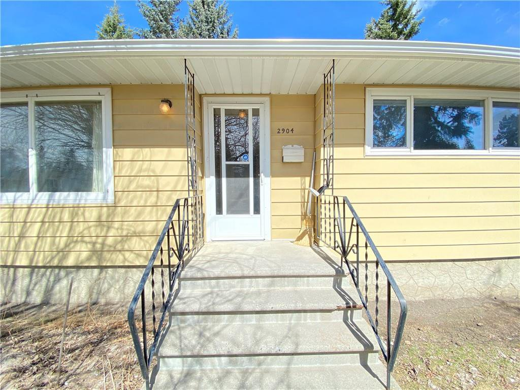 Main Photo: 2904 13 AV NW in Calgary: St Andrews Heights House for sale : MLS®# C4289324