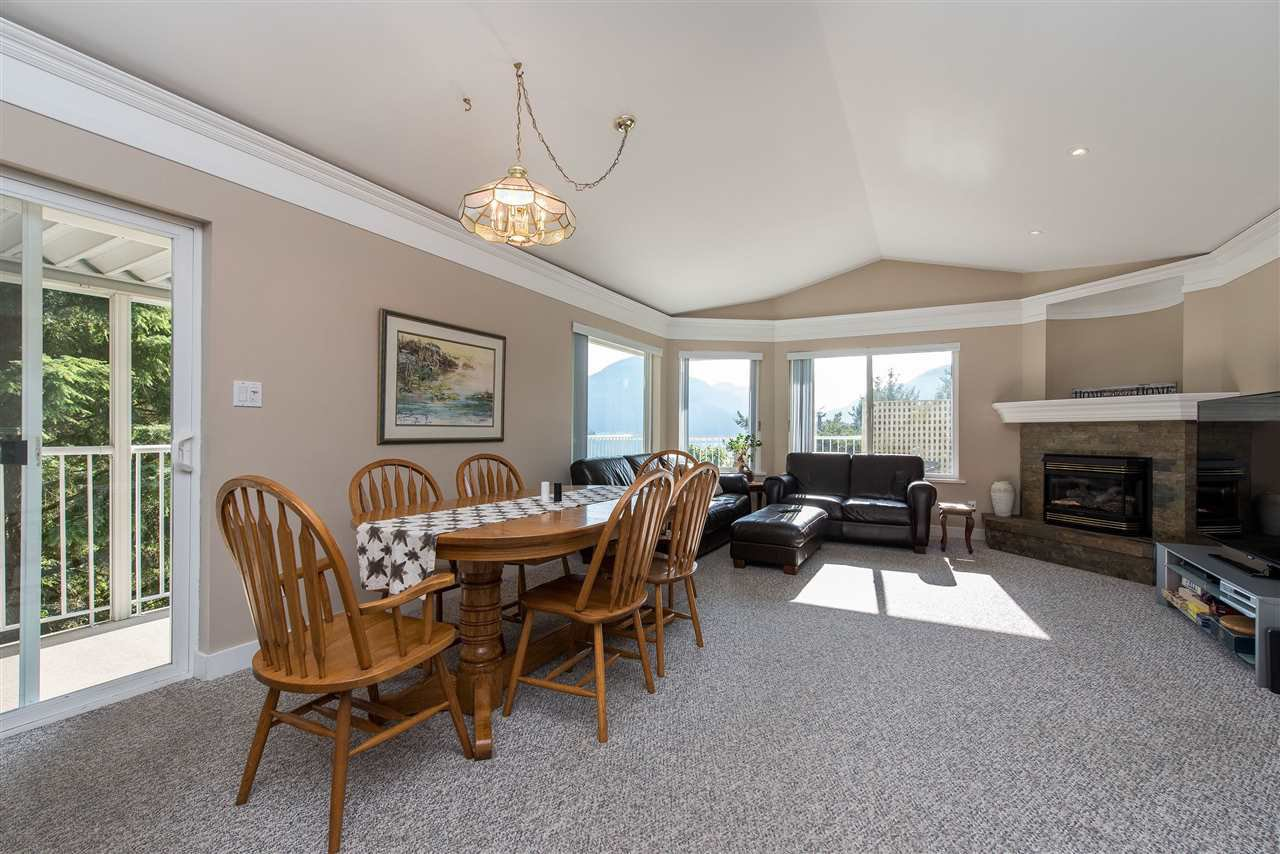 Photo 7: Photos: 6960 ROCKWELL Drive: Harrison Hot Springs House for sale : MLS®# R2462377