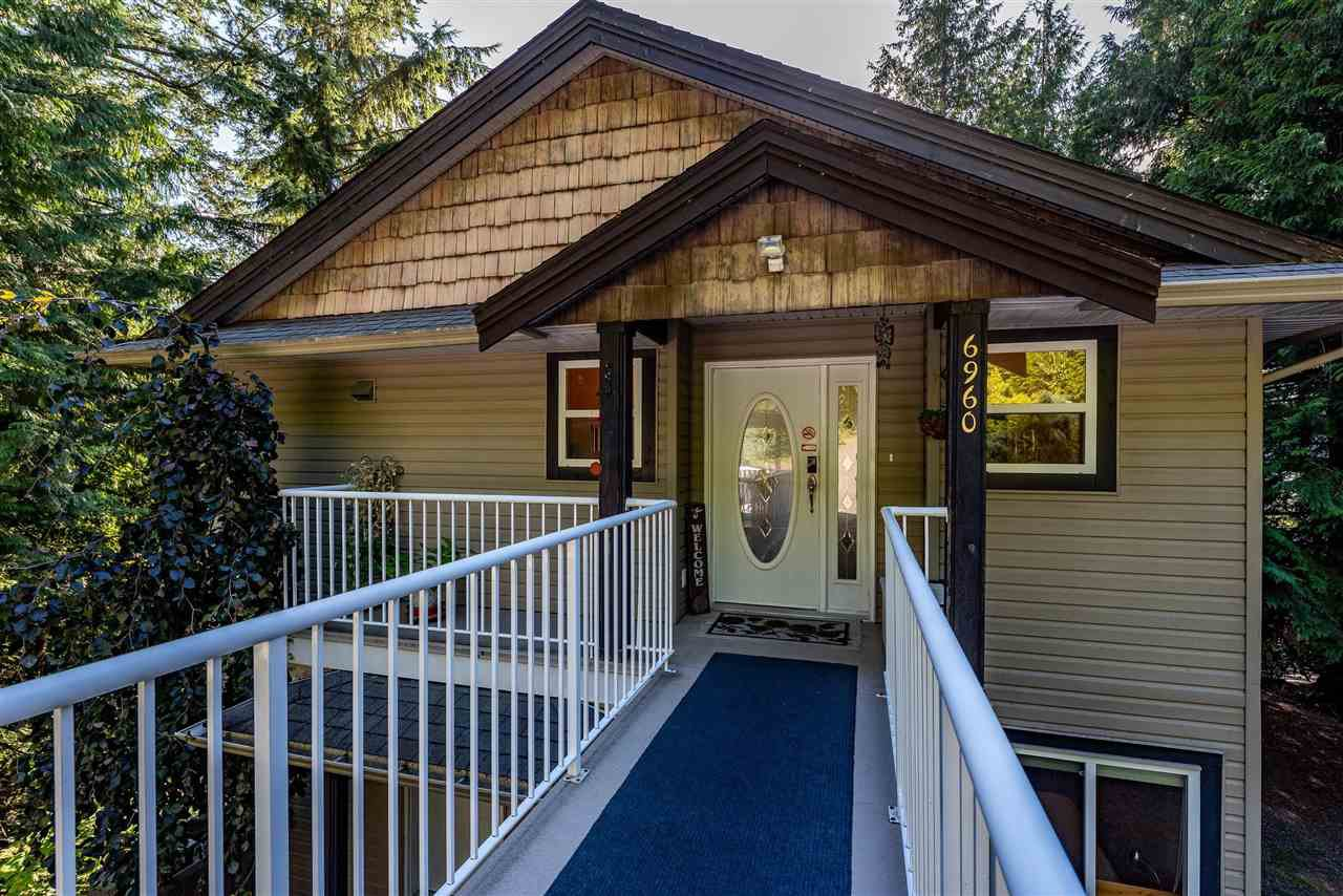 Photo 2: Photos: 6960 ROCKWELL Drive: Harrison Hot Springs House for sale : MLS®# R2462377