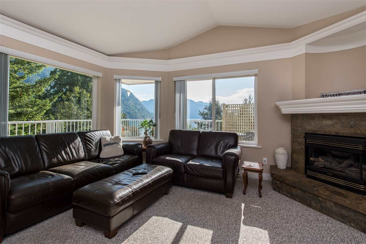 Photo 8: Photos: 6960 ROCKWELL Drive: Harrison Hot Springs House for sale : MLS®# R2462377