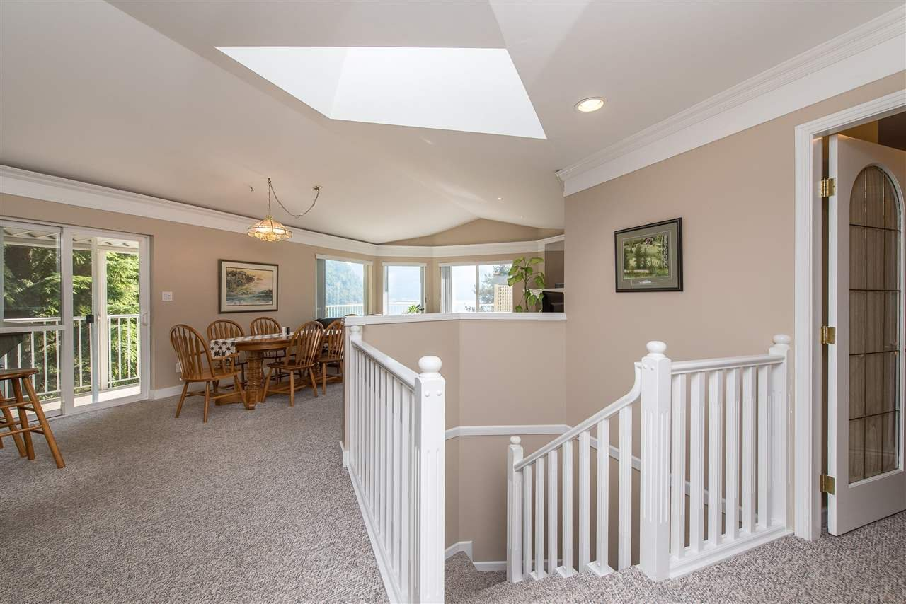 Photo 4: Photos: 6960 ROCKWELL Drive: Harrison Hot Springs House for sale : MLS®# R2462377