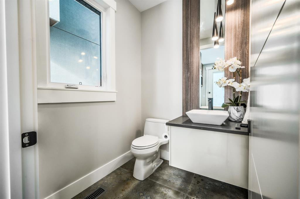 Photo 17: Photos: 827 25 Avenue NW in Calgary: Mount Pleasant Detached for sale : MLS®# A1045527