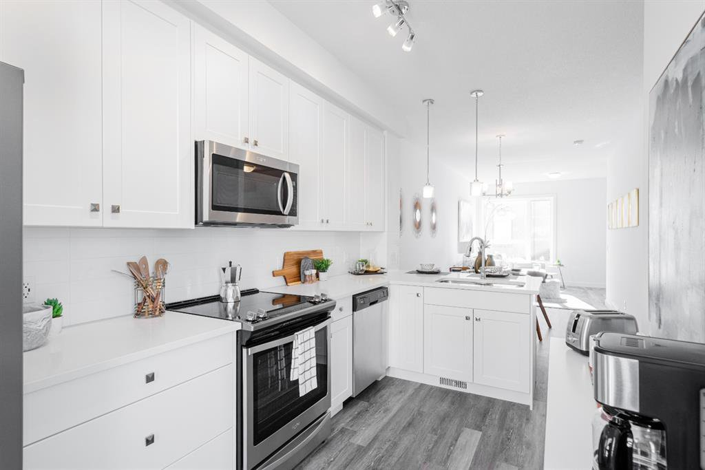 Main Photo: 104 15 Evanscrest Park NW in Calgary: Evanston Row/Townhouse for sale : MLS®# A1054519