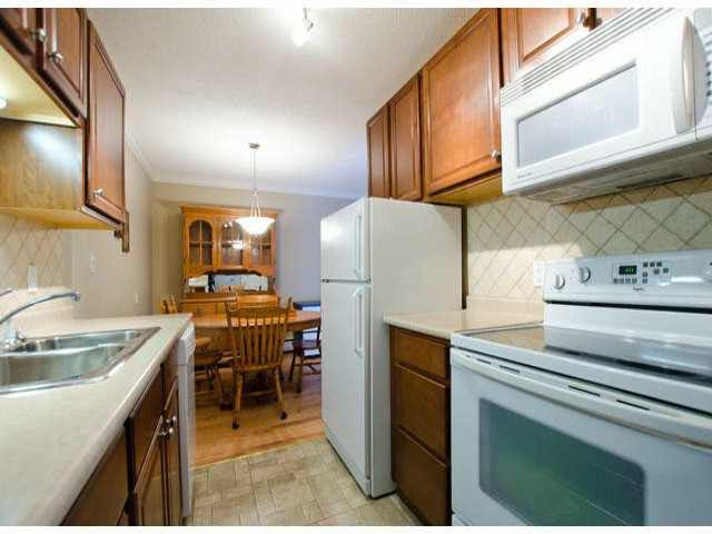 "Photo 9: Photos: 102 1444 MARTIN Street: White Rock Condo for sale in ""MARTINVIEW MANOR"" (South Surrey White Rock)  : MLS®# F1407746"